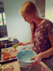 Hanna bakar muffins